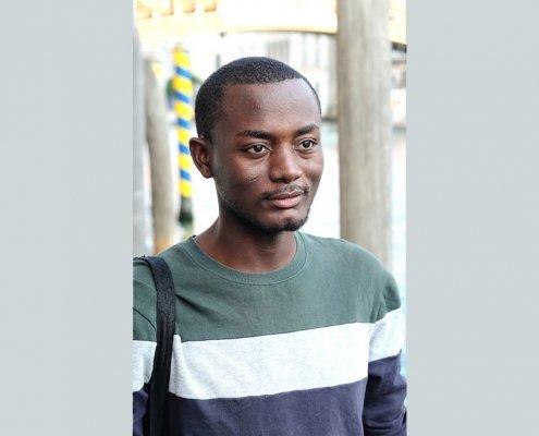 giovane artista dal Camerun